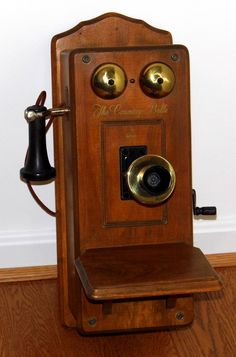 Vintage Television, Television Set, Vintage Telephone, Vacuum Tube, Auction Items, Vintage Country, Antiques, Radios, Cameras