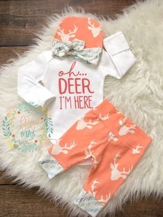 Newborn Baby coming home outfit Buck Coral Deer - oh deer im here, baby girl shower gift, going home outfit new baby going home outfit by GigiandMax on Etsy Baby Kind, My Baby Girl, Baby Boys, Baby Girl Stuff, Cute Baby Stuff, Baby On The Way, Baby Girl Themes, Baby Girl Gifts, Its A Girl