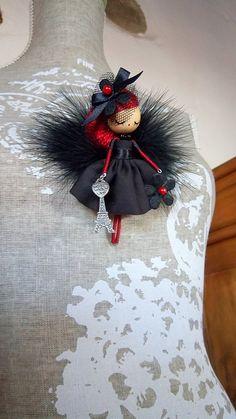 Broche de muñeca París por Delafelicidad en Etsy