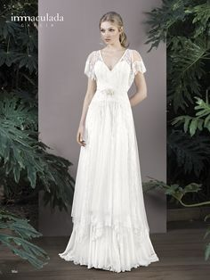MAI by Inmaculada Garcia / Queen Bee // v-neck, drop-waist, ruffle-like sleeves, embroidered tulle and silk tulle skirt with a wide chiffon ruffle Lela Rose, Drop Waist Wedding Dress, Vestidos Vintage, Handfasting, Chiffon Ruffle, The Dress, Bridal Collection, American, Wedding Styles