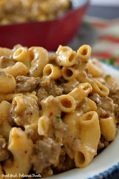 Homemade Cheeseburger Macaroni is a quick and easy, 30 minute meal, loaded with cheese, ground beef and macaroni. Cheese Burger Macaroni, Hamburger Mac And Cheese, Beef Macaroni, Macaroni Casserole, Cheeseburger Pasta, Macaroni Recipes, Beef Casserole, Casserole Recipes, Pasta Recipes