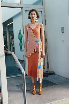 Christopher Kane Londra - Pre-Fall - Shows - Vogue. Fashion Week, Fashion 2017, Runway Fashion, Fashion Show, Christopher Kane, Vogue, Fall Collection, Langer Mantel, Fashion Details