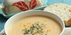 Deze ouderwets lekkere en typisch Hollandse soep is heel makkelijk zelf te maken. Kaassoep maken is zo gebeurd en lekker met oude kaas als basis.