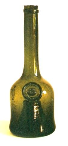 Antique Bottles, Vintage Bottles, Vintage Keys, Bottles And Jars, Bottle Design, Black Glass, Contents, Decorative Bells, Vases