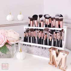 Best Professional Makeup Brushes Set - 24 Pc Pink Cosmetic Foundation Make up Kit - Beauty Blending for Powder & Cream - Bronzer Concealer Contour Brush - Beauty Bon - Cute Makeup Guide Makeup Brush Storage, Makeup Brush Cleaner, Makeup Brush Set, Makeup Organization, Makeup Brush Organizer, Makeup Palette Holder, Makeup Brush Holders, Makeup Palette Storage, Makeup Beauty Room