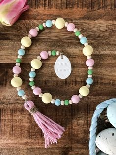 Easter Egg Hunt Painted Beaded Garland - Spring Wood Home Decor Beads - Trendswoman Wood Bead Garland, Diy Garland, Beaded Garland, Garland Ideas, Diy Wreath, Crafts For Teens To Make, Diy And Crafts, Kids Diy, Chalk Crafts