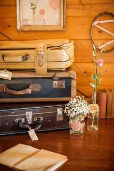 Vintage Accessories for Home Decoration/ Decoración vintage reciclando maletas!