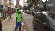 28/07/2012 11h46 - Atualizado em 29/07/2012 12h26  No Recife, começa a valer mudança de sentido em avenidas da Zona Norte  Estradas do Encanamento e do Arraial são mão única, em sentidos distintos.  Dezesseis linhas e 30 paradas de ônibus foram afetadas pela novidade.  - Começaram a valer, neste sábado (28), as mudanças implantadas pela Prefeitura do Recife em dois importantes corredores da Zona Norte da cidade: a Estrada do Encanamento e a Estrada do Arraial. Ambas agora são mão única: a…