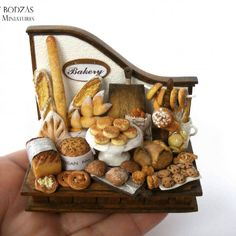 Bakery display scene #hungarianminiatures #miniatures #dollhouseminiature #bakery#foodminiatures
