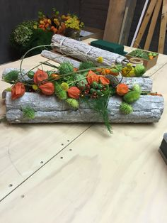 Workshop Artist Francien Gerringa Tropical Flower Arrangements, Wedding Flower Arrangements, Deco Floral, Arte Floral, Wood Flowers, Fall Flowers, Garden Workshops, Autumn Wreaths, Flower Quotes