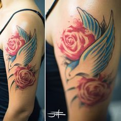 Feita por John Dois Tattoo - BH #tat #tattoo #tatuagem #ink #inked #johndois #tattrx #roses #rosas #andorinha #swallow #watercolor #tatuagemaquarela