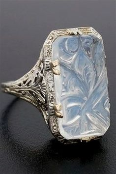 vintage carved moonstone ring // circa 1920 #VintageJewelry