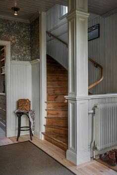 William Morris wallpaper light grey wainscoting and wood stairs in a Swedish country home. House Design, Future House, House, Pretty House, Cozy House, House Inspo, House Inspiration, House Interior, Stairs