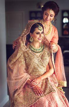 Indian bridal dupatta draping 25 ideas for 2019 Indian Bridal Outfits, Indian Bridal Wear, Pakistani Bridal, Indian Dresses, Bridal Dresses, Punjabi Bride, Punjabi Wedding, Bridal Looks, Bridal Style