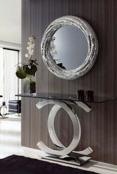 Inspiring mirror designs that will bring luxury to your home! These mirrors combined with a modern console table are the perfect combination. Hallway Decorating, Entryway Decor, Interior Decorating, Entryway Console, Interior Ideas, Salon Interior Design, Luxury Furniture, Mirror Furniture, Cheap Furniture