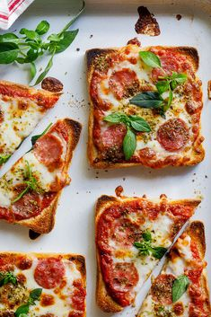 Easy Pizza Toast – Einfach köstlich, You are in the right place about kids recipes videos Here we offer you the most beautiful pictures about the vegan kids recipes you are looking for. When you examine the Easy Pizza Toast – Einfach köstlich, part of … Lunch Snacks, Clean Eating Snacks, Healthy Snacks, Healthy Recipes, Lunch Recipes, Easy Recipes, Recipes Dinner, Diy Snacks, Copycat Recipes