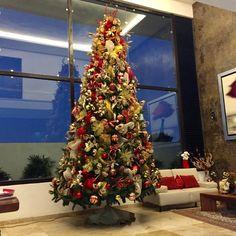 Bello árbol  de Navidad , dorados y rojos para cintas
