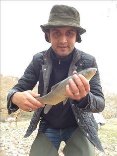 Capoeta pestai. Siraz balığı. Türkiye ye ait endemik bir tür. Balığın yakalandığı bölge Kütahya,Tavşanlı. Yakalaması çok zevkli, çok güçlü bir balık. Genelde yosun ve larvalarla beslenen bir balık. Yöresel ismi sarı balık.   Capoeta pestai. Siraz fish. It is an endemic species of Turkey. The region where the fish is caught is Kütahya,Tavsanli. It's a very fun, very powerful fish to catch. It is a fish that is usually fed with moss and larvae. Local name is yellow fish.