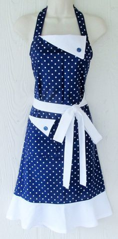 Length: 33 Neck ties: 25 each Waist ties: 42 each Fits up to size 18 cotton. This retro style full apron is a bright navy blue with white polka dots. Crisp, clean solid white contrasts nicely on the f Fifties Fashion, Retro Fashion, Fifties Style, Baking Apron, Apron Designs, Cute Aprons, Sewing Aprons, Aprons Vintage, Vintage Diy