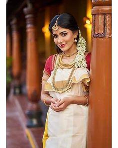 Anju Kurian is an Indian film actress who appears mainly in Malayalam films. Kavi Uddheshichathu and the 2018 film Njan Prakashan. . Follow us at instagram @reelpettiofficial www.reelpetti.com . #priyankamohan #reelpetti #reels #reelpetty #reelsinstagram #actressgallery #actress #tamilactress #kollywoodactress #tamilcinema #cinemagallery #cinewoods #tollywood #mollywood #behindwoods #டோலிவுட் #கோலிவுட் #ரெஜினா #சினிமா #சினிமாசெய்திகள் #தமிழ் சினிமா #தமிழ்ஆக்டர்ஸ் #தமிழ்நடிகைகள் Indian Film Actress, Tamil Actress, Hd Picture, Film Industry, Films, Movies, Cinema, Saree, Actresses
