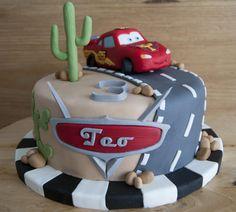 Una tarta del coche más veloz de Radiator Springs, para Teo, que cumplía 3 añitos.