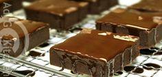 Prajitura Sarut de ciocolata - Adygio Kitchen. Reteta video preparata pas cu pas pentru prajitura Sarut de ciocolata o gasiti pe Adygio Kitchen Youtube si reteta scrisa si mai multe detalii despre prajitura de casa Sarut de ciocalata le gasiti pe Adygio.com.
