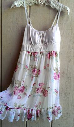 Sweet and flowy... would love to wear this dress on a warm summer day