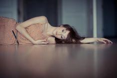 Ako odhaliť toxického partnera? Close Up Photography, Photography Women, Portrait Photography, Female Portrait Poses, Female Poses, Feeling Lazy, How Are You Feeling, Photos Of Women, Girl Photos