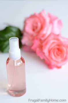 Make your own homemade rose water to pamper your skin. This is a super easy beauty DIY project. It's so easy you'll wonder why you haven't done it before. Skip the expensive rose water at the store and make your own with this simple rose water recipe. Homemade Body Spray, Homemade Rose Water, Face Scrub Homemade, Homemade Beauty, Best Rose Water, Diy Beauty Makeup, Beauty Tips, Beauty Products, Beauty Hacks