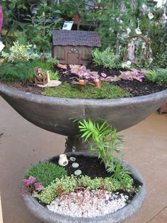 Gorgeous 60 Inspiring Bird Bath Fairy Garden Ideas https://homstuff.com/2017/06/18/60-inspiring-bird-bath-fairy-garden-ideas/