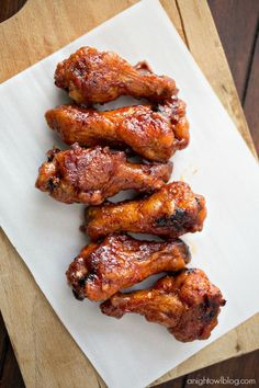 These Crispy Baked Honey BBQ Wings are easy to make and perfect for game day! See afore mentioned bbq sauce. Honey Bbq Wings, Spicy Wings, Appetizer Recipes, Appetizers, Chicken Recipes, Chicken Dips, Rib Recipes, Cooking Recipes, Baked Chicken