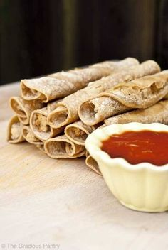 This Clean Eating Taquitos recipe is a fabulous substitute for the store-bought version. Cut out the junk, but still enjoy the yum! Taquitos Recipe, Chicken Taquitos, Baked Taquitos, Homemade Taquitos, Salsa Chicken, Healthy Snacks, Healthy Eating, Healthy Recipes, Clean Eating Recipes