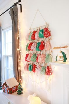 In Color Order: Sew Along: Drawstring Bag Advent Calendar Drawstring Bag Pattern, Drawstring Bag Tutorials, Drawstring Bags, Christmas Sewing Projects, Easy Sewing Projects, Pincushion Tutorial, Quilt Ladder, Yarn Stash, How To Finish A Quilt