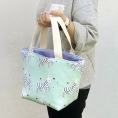 TUTORIAL bolsa tuppers! - ilovekutchi blog Drawstring Bag Tutorials, Handbag Patterns, Fabric Bags, Knitting Projects, Diaper Bag, Quilts, Tote Bag, Stitch, Purses