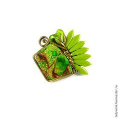 Брошь с зеленым варисцитом - зелёный,брошь,на День рождения,экстравагантная