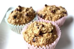 flourless banana oatmeal muffins — a hungry soul Banana Oatmeal Muffins, Oatmeal Cups, Healthy Muffins, Healthy Desserts, Zucchini Muffins, Healthy Recipes, Healthy Cookies, Yummy Recipes, Breakfast