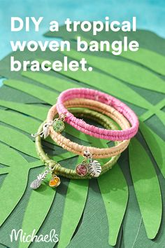 The natural fiber of raffia, available in a variety of colors, adds a unique touch to this tropical DIY bracelet! Make one for yourself or several to use as a party favor for your friends! Diy Friendship Bracelets Patterns, Diy Bracelets Easy, Bracelet Crafts, Jewelry Crafts, Bangle Bracelets, Jewelry Ideas, Handmade Jewelry, Diy Crafts For Girls, Crafts To Do