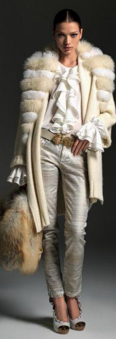Blumarine F/W 2012-2013 Main Collection - looks cool, nice accessories!