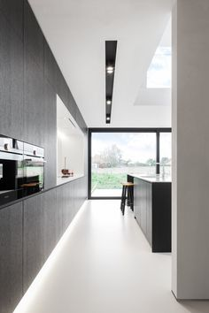 charming Kitchen Design Ideas You'll want to Steal. Black Kitchen Cabinets, Refacing Kitchen Cabinets, Kitchen Walls, Kitchen Design Open, Kitchen Designs, Kitchen Ideas, Luxury Kitchens, Bars For Home, Interiores Design