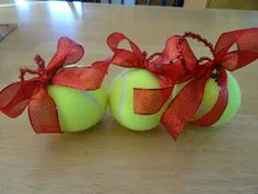 As the World Purrs: Tennis Ball Christmas Ornaments for Dog Themed Christmas Tree (Diy Ornaments For Teens) Best Christmas Toys, Christmas Food Gifts, Christmas Puppy, Christmas Animals, Christmas Time, Holiday Time, Office Christmas Decorations, Christmas Tree Themes, Diy Christmas Ornaments