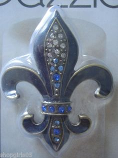 NEW! FLEUR DE LIS RHINESTONE DESIGNER CANDLE PINS WOULD MAKE ANY CANDLE AND ROOM BEAUTIFUL. MEASURES APPROX. 3 INCHES TALL BY 2.5  INCHES WIDE REALLY PRETTY!! COLOR IS NAVY BLUE AND GOLD.