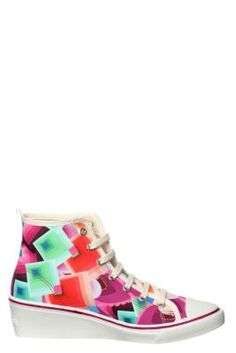 Desigual women's Wedge Estrella sneakers, with a print inspired by the Margaret dress, worn by Adriana Lima on the catwalk at the 080 fashion show. Platform height: 5 cm / 2