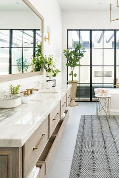 Modern Master Bathroom, Classic Bathroom, Bathroom Design Small, Bathroom Interior Design, Transitional Bathroom, Bathroom Renovations, Bathroom Ideas, Remodel Bathroom, Budget Bathroom
