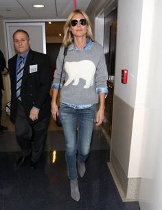 What Everyone From Taylor Swift to Nicole Richie Wore: Airport Edition Heidi Klum looked super adorable for a recent flight in a polar bear-print sweater [. Fall Winter Outfits, Autumn Winter Fashion, Celebrity Airport Style, Denim On Denim Looks, Mein Style, Heidi Klum, Casual Chic, Casual Looks, Cute Outfits