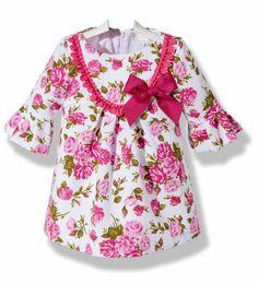 Precioso vestido para niña confeccionado en piqué blanco con un bonito estampado de flores, con manga francesa Little Dresses, Little Girl Dresses, Cute Dresses, Girls Dresses, Toddler Dress, Baby Dress, Kids Outfits, Casual Outfits, Dress Anak