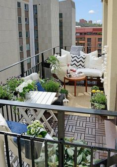 Valuable balcony design that extends the living space - Balkonmöbel – Terrassenmöbel – Terrassengestaltung - Balkon Small Balcony Design, Small Balcony Decor, Balcony Plants, Small Patio, Balcony Ideas, Condo Balcony, Balcony Gardening, Modern Balcony, Tiny Balcony