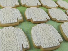 Someone made cookies designed from Aran jumpers (classic Irish fisherman's sweaters) - Very cute! Cupcakes, Cupcake Cookies, Sugar Cookies, Irish Cookies, Fancy Cookies, Iced Cookies, Irish Recipes, Yummy Recipes, Yummy Food