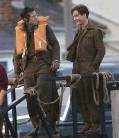 Cillian murphy and harry styles film scenes for dunkirk in weymouth Peaky Blinders Tom Hardy, Cillian Murphy Peaky Blinders, Spirit Film, Harry Styles Dunkirk, Pretty Brunette, Acting Tips, Christopher Nolan, Harry Edward Styles, Young Harry Styles