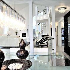 Tyylikäs ja ylellinen sisustus tarjoaa runsaasti valoa ja säihkettä.