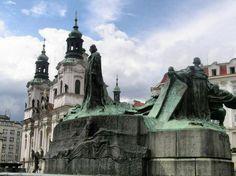 Monumento a Jan Hus en la plaza de la Ciudad Vieja de Praga